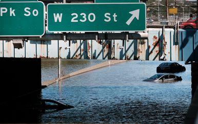 Automobili zarobljeni zbog velikih poplava