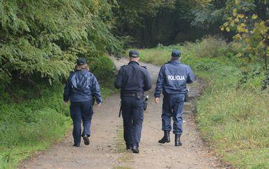 Policija u šumi, ilustracija
