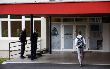 Zaštitari ispred OŠ Krapinske Toplice - 17