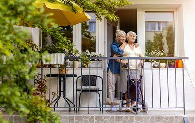 Dom za starije osobe / Ilustracija