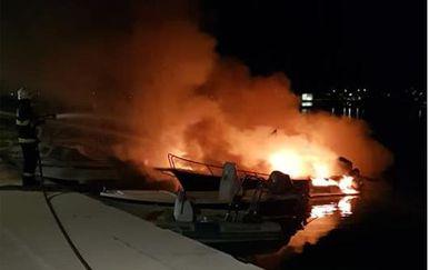 Požar na sukošanskoj rivi