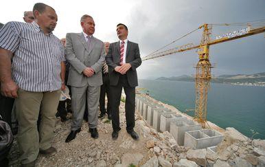 Ivo Sanader najavio je izgradnju mosta 2009. godine