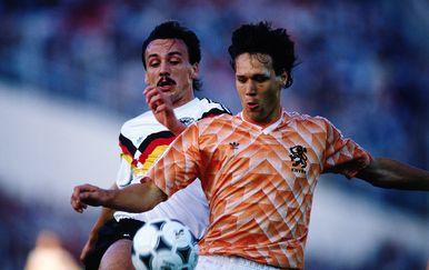 Jürgen Kohler i Marco van Basten na Euru 1988.