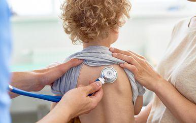 Pedijatar, dijete kod liječnika / Ilustracija