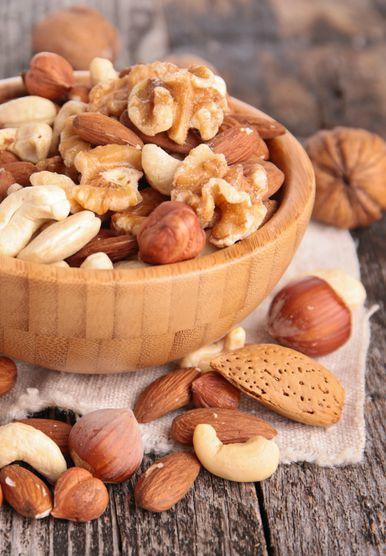 Posuda puna orašastih plodova