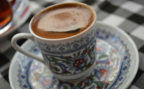Turska kava poslužena na moderan način