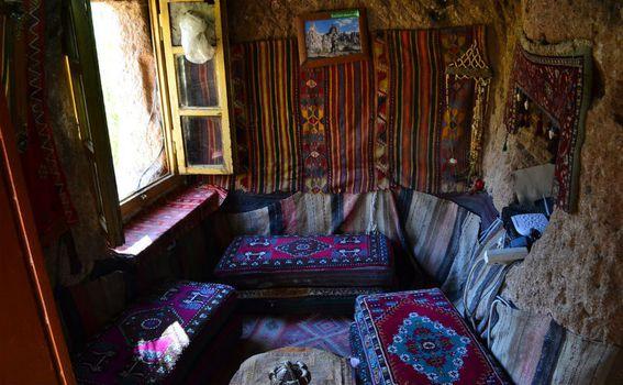 Kafić u srcu Kapadokije, uklesan u stijenu