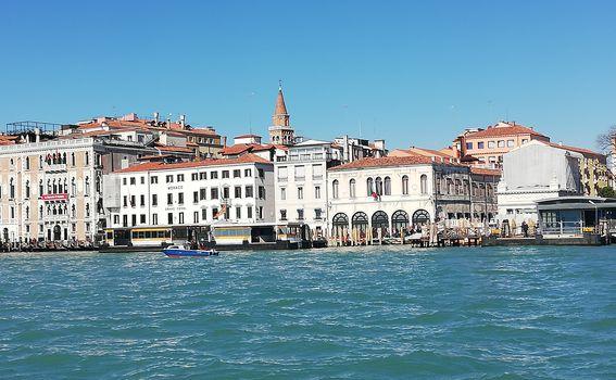 Venecija - pogled s vaporetta