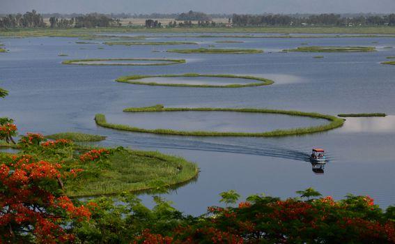 Plutajući otoci na jezeru Loktak u Indiji