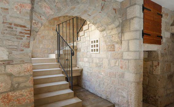 Srednjevjekovni dvorac Kaštelir, Pučišća, Brač - 1