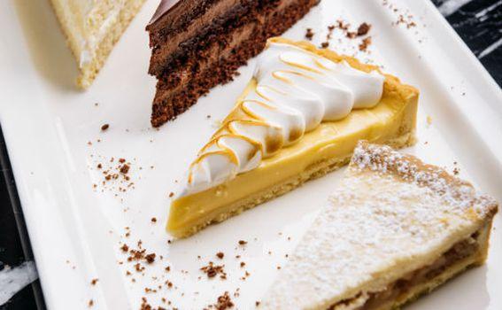 Lemon tart, creme de la creme, čokoladna torta i bakina pita
