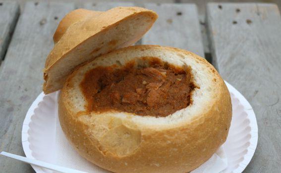 Gulaš u kruhu
