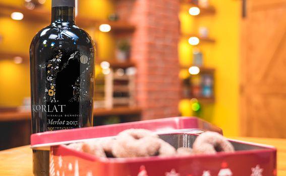 Korlat Merlot Boutique s kolutićima od vina