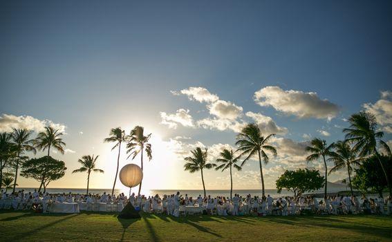 Večera u bijelom na Havajima