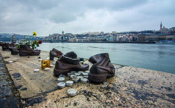 Cipele na obali Dunava - 4