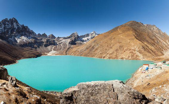 Ledenjačka jezera tirkizne boje u Nepalu
