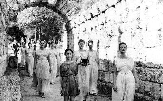 Zeusove svećenice u ceremoniji paljenja olimpijskog plamena
