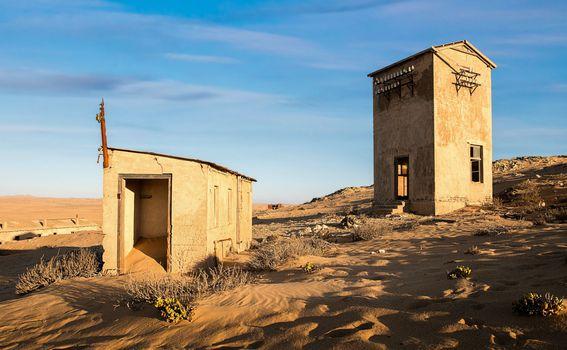 Građevine prekriva pijesak