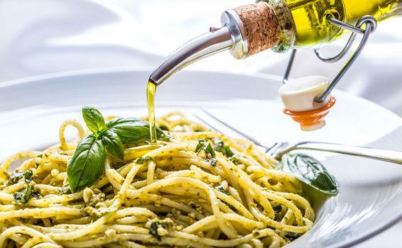 10. Možete uživati u mediteranskim namirnicama na najjače – duž obale i na otocima svježa riba, maslinovo ulje, voće i povrće su neodoljivi.