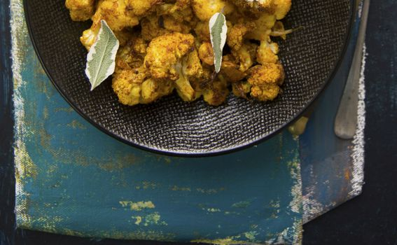 Pečena cvjetača u pasti od kurkume