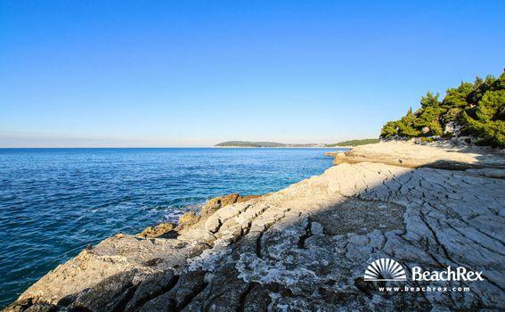 Plaža Zlatne stijene, Pula
