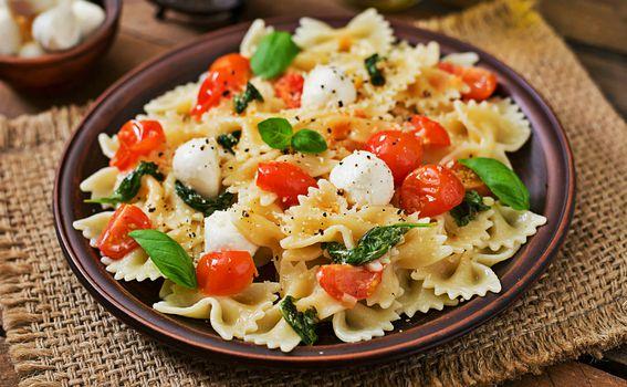 U salatu možete dodati i kuhanu tjesteninu