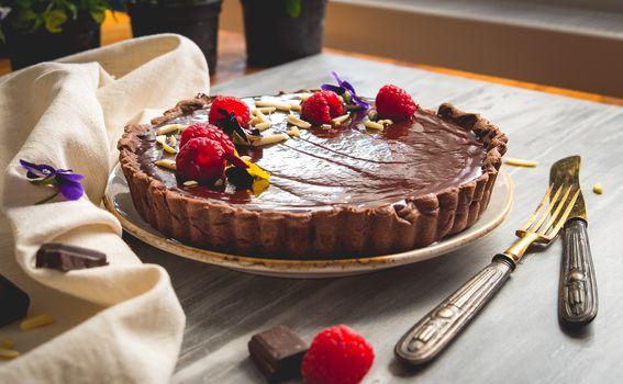 Čokoladna pita s malinama