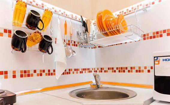Dobro opremljena kupaonica malog stana u blizini centra Moskve
