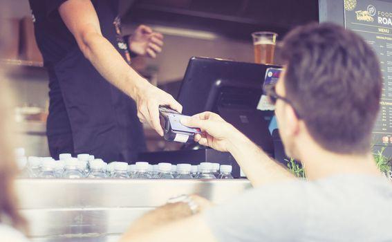 Plaćanjem Mastercard i Maestro karticama dobiva se 15% popusta i kuharica