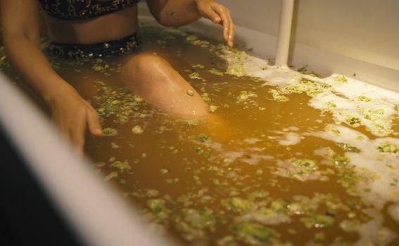 Kupanje u pivu i laticama hmelja