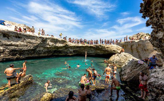 Prirodni bazen Grotta della Poesia u Italiji - 3