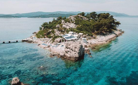1. Možete puno vidjeti za malo vremena: od Splita do Korčule, Pelješca i Dubrovnika. Istra je također vrijedna istraživanja.