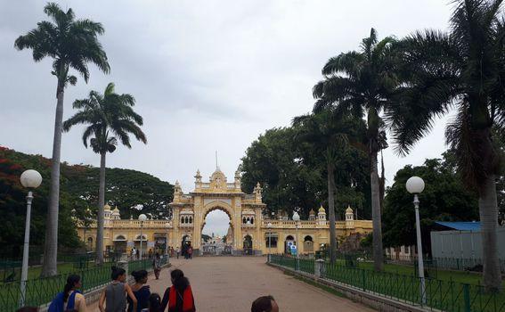 Glavni ulaz u krug palače