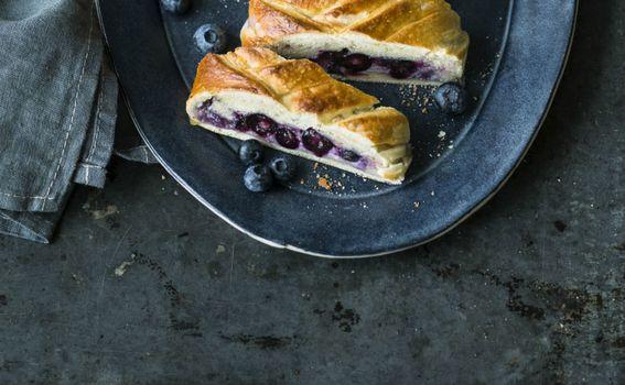 Mascarpone se može dodati i slatkom kruhu s borovnicama