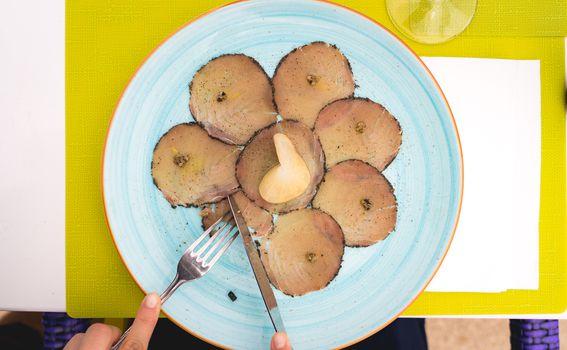 Carpaccio od tune s mariniranim korijenom celera i tartufima, Bora bar