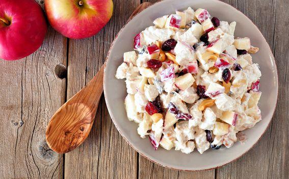 Iskoristite ga kao preljev za salatu od jabuka, celera, piletine i suhog voća.