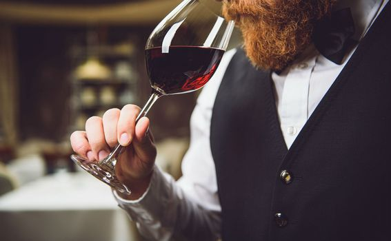 Zavrtite čašu i pomirišite vino