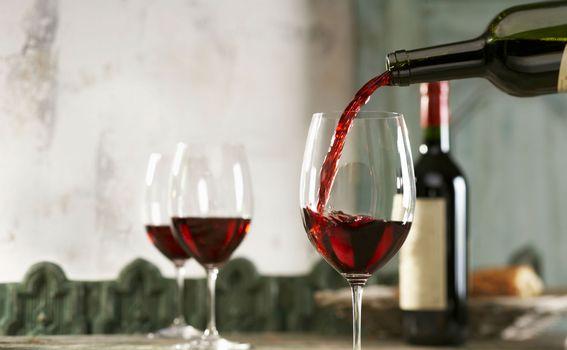 Pijuckajte vino