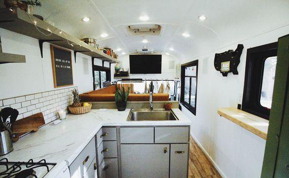 Autobus pretvoren u dom za 5 osoba - 1