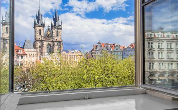 Prekrasan pogled na Starogradski trg u Pragu
