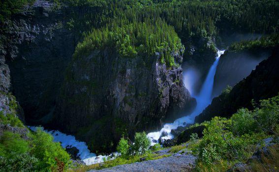 Rjukanfossen je mamac za brojne turiste