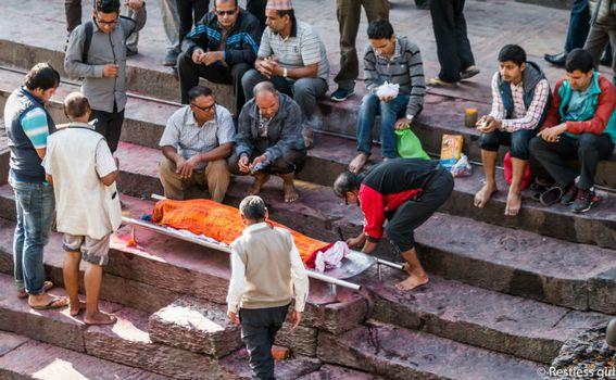 Kremiranje na rijeci Bagmati