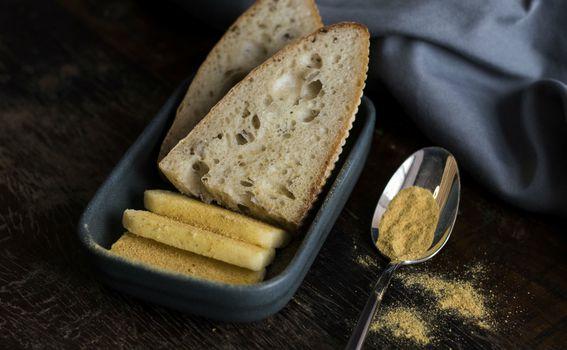 Kruh od kiselog tijesta s fermentiranim maslacem