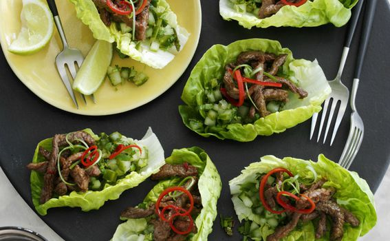 Tacosi od zelene salate i mesa