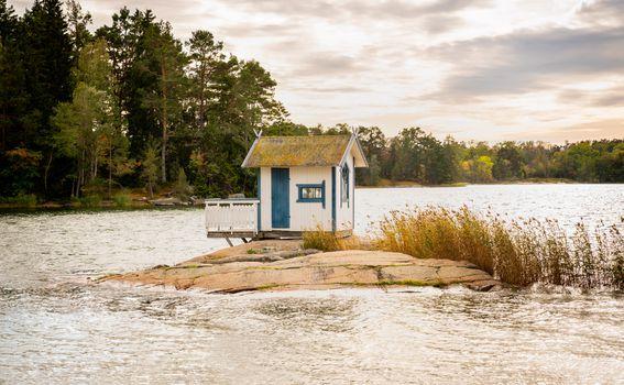 Drvena kućica na stijeni, Švedska