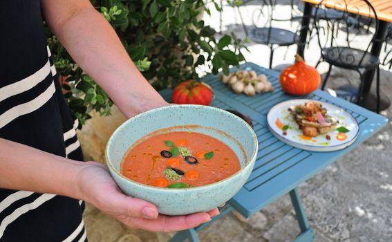 Kremasti gazpacho s maslinama