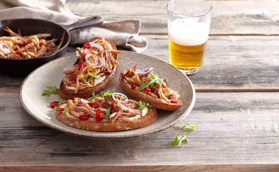 Trgana svinjetina na tostu - 1