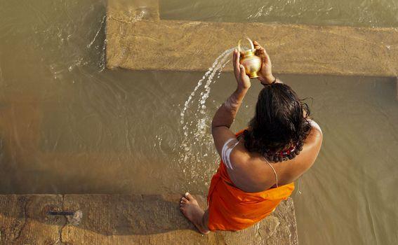 Varanasi, Indija: Varanasi je jedan od najsvetijih gradova na svijetu. Grad u kojem je životna filozofija na nekoj drugoj razini, i u kojem je rijeka Ganges centar života, pa i smrti.