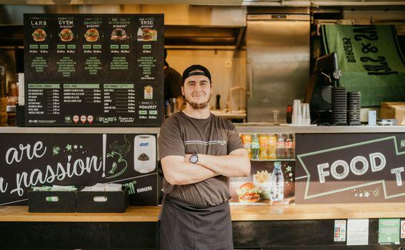 Robert Lipovac - najbrža ruka u pripremi burgera - 4
