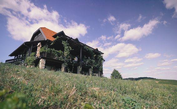 Vinarija Bolfan nalazi se na samom vrhu s prekrasnim pogledom na krajolik